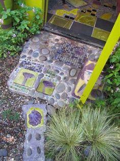 IMG_4926 Keeyla Meadows garden art mosaics