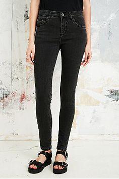 BDG Ultra-Skinny-Jeans mit schwarzer Waschung