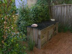 An up-cycling project to recycle scraps. Old fence palings are often a dime a dozen so Jason has come up with a great design using old fence palings to build a compost bin. It's effective, looks good and is kind on the environment.