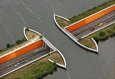 Puente bajo el agua en Netherlands