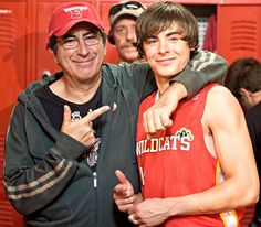 Kenny Ortega and Zac on the set of High School Musical High School Musical Quotes, High School Musical Cast, Zac Efron Vanessa Hudgens, Zac Efron And Vanessa, Old Disney Channel Shows, Disney Channel Stars, Troy Bolton, Hig School, My High School