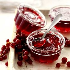 Here is a delicious recipe for Spicy currant jelly. Browse though a wide variety of recipes, tips and inspiring ideas. Red Currant Jelly Recipe, Jelly Recipes, Dessert Recipes, Denmark Food, Hot Cocoa Recipe, Scandinavian Food, Danish Food, Eat Smart, Canning Recipes