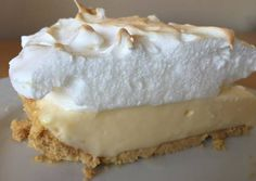 Lemon pie with maria biscuits Köstliche Desserts, Delicious Desserts, Dessert Recipes, Yummy Food, My Recipes, Sweet Recipes, Cooking Recipes, Favorite Recipes, Pie Cake