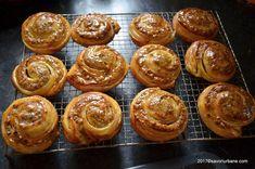 Melcisori cu nuca reteta vieneza | Savori Urbane Romanian Desserts, Feta, Sweet Treats, Muffin, Rolls, Dessert Recipes, Food And Drink, Cupcakes, Sweets