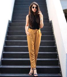 How To Wear Booties Outfits Stylists Ideas For 2019 Fashion Pants, Look Fashion, Fashion Dresses, Glam Look, Look Chic, Trousers Women Outfit, Pants Outfit, Stylish Outfits, Fall Outfits