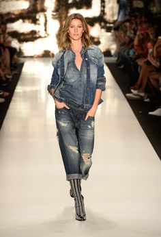 Colcci, Fall 2014 - These Throwback Runway Photos of Gisele Are Amazing - Photos