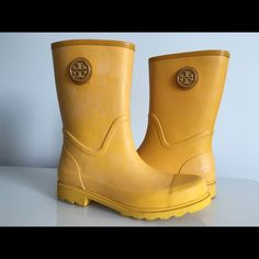 "TORY BURCH MAUREEN RAIN BOOTS YELLOW, SIZE 11 TORY BURCH MAUREEN RAIN BOOTS YELLOW SIZE 11 BOOTS SHAFT 8"" CIRCUMFERENCE 15"" HEIGHT HEEL 1"" BRAND NEW WITHOUT BOX Tory Burch Shoes Winter & Rain Boots"