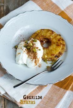 Gegrilde ananastoetje - Paas recepten | Brenda Kookt! Mini Desserts, Delicious Desserts, Grilled Pineapple Desserts, Kamado Bbq, Barbecue, Good Food, Yummy Food, Best Bbq, Decadent Cakes