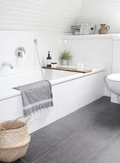 Badkamer inspiratie 77 Gorgeous Examples of Scandinavian Interior Design Scandinavian-bathroom-with-grey-tiled-floor Bathroom Renos, Bathroom Interior, Bathroom Ideas, White Bathroom, Bathroom Flooring, Shiplap Bathroom, Bathroom Vanities, Rental Bathroom, Bathroom Inspo