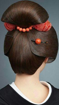 Hairstyle and nape. Japanese Beauty, Asian Beauty, Geisha Tattoo Design, Geisha Makeup, Eye Makeup, Tim Walker, Japanese Aesthetic, Asian Hair, Trendy Hairstyles