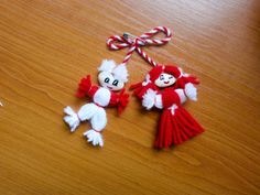DIY - Make these yarn dolls using beans for the heads. Pom Pom Rug, Yarn Dolls, Diy Pipe, Small Furniture, Tassels, Projects To Try, Drop Earrings, Christmas Ornaments, Holiday Decor