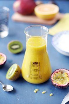 Mango kiwi and passion fruit smoothie chefNini Passion Fruit Smoothie, Smoothie Drinks, Smoothie Diet, Nutritious Smoothies, Yummy Smoothie Recipes, Juice Recipes, Diet Recipes, Kiwi, Juicing For Health