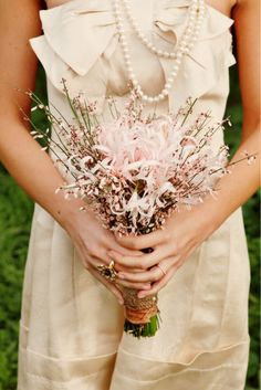 Beautiful dress (I wish I could see it better!) and simple yet elegant bouquet!