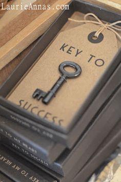 Key to success Nice way to use old keys Antique Keys, Vintage Keys, Vintage Gifts, Skeleton Key Crafts, Skeleton Keys, Good Luck Prayer, Old Keys, Keys Art, Key Lock