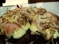 Fugazetta -  Es una pizza con mucha cebolla doradita por arriba y rellena de mozzarella .... para moriiiiiiirrrrr !!!!!!!