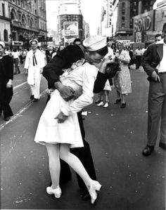Famous Eisenstaedt Photo of Sailor Kissing Nurse in Times Square after Announcement of End of World War II