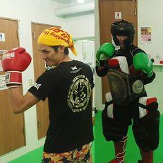 2016/11/21 15:24:40 masakihiramaru 20日、日曜日、田町から8人アマチュアのキックボクシングの試合に出場 1人はKO 勝ちとFacebookで見たけどほかの皆はどうだったのかな? 皆さん気合い入っていたから無事怪我の無いよう今日も健康のために トレーニング来て欲しいものです。 お疲れ様でした。  #夜23時まで営業 #朝7時から営業 #都内8店舗出稽古自由 #ボクシングは痩せる #健康 #ミット #三田 #ボクシング #ニューライフ #トイカツ道場 #格闘技  #ファイティングラボ田町  #キックボクシング #kickboxing #楽しい #代表#プレゼント #無料体験受付中 #見学自由 #toikatu #通い放題 #8000円 #破格 #朝活 #ダイエット #エクササイズ #女子格 #ガールズキック #girskick #初心者  #健康