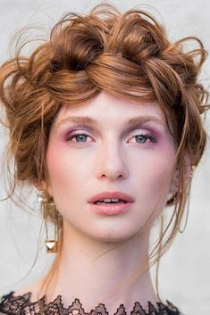 We have put together a list of the most flattering hairstyles for a round face shape. #hairstyles #roundfaceshape