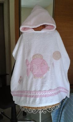 Con P de P Baby Mabel, Presents For Girls, Hoodies, Sweatshirts, Kids And Parenting, Baby Quilts, Cami, Sewing, Sweaters