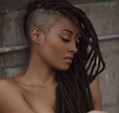 Now Trending – Braids & Twists With Shaved Sides. One of the hottest hair trends for black women includes braided & twisted hairstyles with shaven sides. This hair trend is edgy, mode… Shaved Side Hairstyles, Faux Locs Hairstyles, Cool Hairstyles, Dreads With Undercut, Faux Dreads, Braids With Shaved Sides, Curly Hair Styles, Natural Hair Styles, Shaved Hair