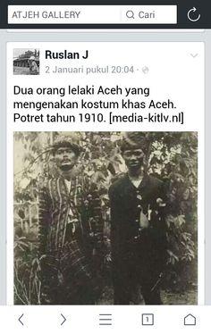 Dua orang lelaki Aceh yang mengenakan kostum khas Aceh. Potret tahun 1910. [media-kitlv.nl]