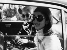 Paris, France --- Undated photo shows Former First-Lady and American Icon Jackie Kennedy Onassis accompanied by Nicole Alphand after a visit to a 20101130 Jacqueline Kennedy Onassis, Jackie O's, Jaqueline Kennedy, Jackie Kennedy Quotes, Lee Radziwill, Jackie O Sunglasses, Round Sunglasses, Vintage Sunglasses, Oversized Sunglasses