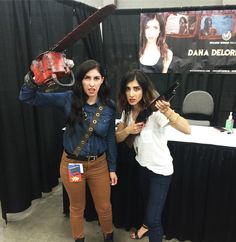 Epic #EvilDead cosplayer 'mandaloriana' with Dana DeLorenzo from #AshVsEvilDead Bruce Campbell