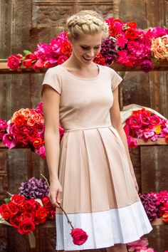 Color-blocked knee-length dress with a pleated skirt