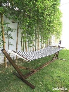 Want to chill out in a hammock in your backyard but don't have the trees to hang it? Here are easy DIY hammock stands as the ideal solution. Diy Hammock, Backyard Hammock, Hammock Chair, Hammock Stand, Backyard Patio, Hammock Ideas, Camping Hammock, Hammocks, Mayan Hammock