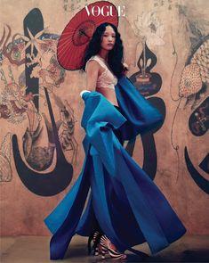 South Korea is seeking jamisa applied costumes baekoksu (Baek Oak Soo), lace bra top and black pants Chloe (Chloé), zebra pattern strap Gucci heels.