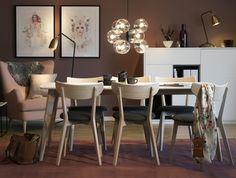 SKAGEN är ett tidlöst matbord med bordsskiva i matt, tålig laminat och underrede i vitpigmenterad ek. Stolen har bekväm tygklädd sits och skålad rygg. #Stilrent #Klassiskt #SvenskaHem #Pholc #WattochVeke