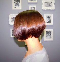 3702ac73e2b sleek chestnut brown stacked bob Chic Short Hair, Short Hair Cuts, Short  Bob Cuts