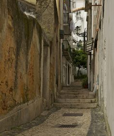 things to do in lisbon: Lisbon's old quarters