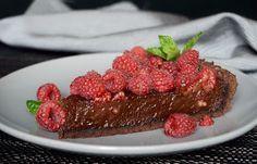 Csokoládés pite málnával Chocolate Pies, Raspberry, Lemon, Meat, Baking, Fruit, Food, Chocolate Tarts, Chocolate Cakes