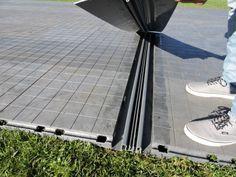 Dehnungssystem zwischen EXPO-tent Zeltboden ist ein innovatives Zubehör