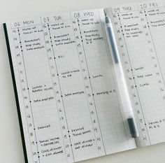 Minimalist bullet journal inspiration that will increase productivity, organization and time management. Embrace the simple life! Planner Bullet Journal, Bullet Journal Notebook, Bullet Journal Spread, Bullet Journal Layout, Bullet Journal Inspiration, Book Journal, Bullet Journals, Bullet Journal Vertical Weekly Spread, Daily Bullet Journal