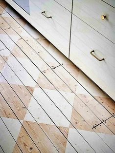 Kitchen Remodel & Decor - Money-Saving Kitchen Renovation Tips - Ribbons & Stars Painted Wood Floors, Wooden Flooring, Checkered Floors, Minimalist Kitchen, Interior Paint, Interior Design, Home Improvement Projects, Painting On Wood, Arquitetura
