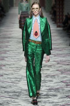 See all the Collection photos from Gucci Spring/Summer 2016 Ready-To-Wear now on British Vogue Runway Fashion, Spring Fashion, High Fashion, Fashion Show, Fashion Outfits, Womens Fashion, Fashion Design, Fashion Trends, Gucci Fashion
