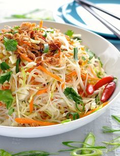 Asian Vermicelli Noodle Salad (for gluten free will use brown rice noodles (MAIFUN / Annie Chun's ) or ( Bean Threads / KA*ME ) Vermicelli Salad, Vermicelli Recipes, Vermicelli Noodles, Asian Noodles, Rice Noodles, Vegetarian Recipes, Cooking Recipes, Healthy Recipes, Drink Recipes