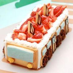 お子さまも大喜びの電車のデコレーションケーキ! しっとりしたスポンジとイチゴで仕上げたショートケーキタイプのケーキです。スポンジは、シートスポンジを使用します。 お子さまと一緒にクッキーのパーツ作りや飾りつけを楽しんでくださいね!