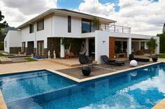 L-shaped pool with Baja shelf/tanning ledge