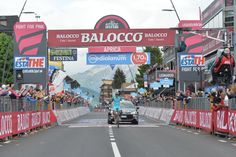 Mikel  #Landa (Astana) ha vinto il tappone Pinzolo - Aprica.  Al secondo posto si è classificato Steven Kruijswijk (LottoNL - Jumbo) in costante crescita, arrivato insieme ad un Alberto #Contador (Tinkoff-Saxo) autore di uno show da leggenda sul Mortirolo.  Ecco report, foto, classifiche e video delle fasi finali della tappa  http://www.mondociclismo.com/giro-landa-vince-ad-aprica-mostruoso-contador-cede-aru-video-fasi-finali20150526.htm  #ciclismo #mondociclismo #giroditalia #Giro