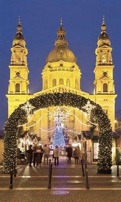 7. Curiosear en un típico mercadillo navideño como Budapest Hungría - 8 (© Copyright © 2012 Hearst Magazines, S.L.)
