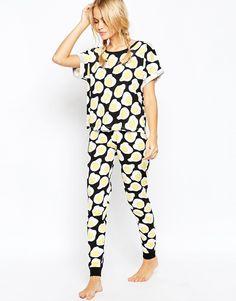 Изображение 1 из Пижамный комплект из футболка и леггинсов с принтом-яичницей ASOS