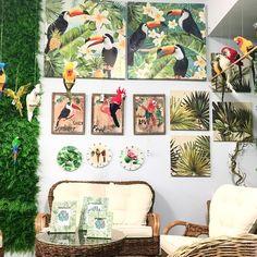 #vacchetti #vacchettispa #giungla #jungle #estate2018 #colorgarden #pappagalli #pappagallicolorati #anteprima2018 #newseason #newcollection #parrot #parrots #estivo #instadecor #tropical #tropicalstyle #trees #exotic #quadro #quadrocolorato #quadropappagalli #quandotucano #tucano #orologio #cestocorato #portafoto