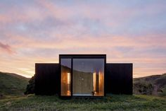 The small housing units called MINIMOD have been designed by Brazilian MAPA Architects. Constructed from four modules, namely, bedroom, living room, dining room and bathroom, which also contains a …