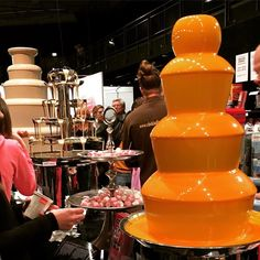 Appelsiinisuklaalähde maitosuklaalähde valkosuklaalähde lakritsisuklaalähde.... #lakridsfestivalen #lakritsi #tukholma #stockholm #karkkilähde #vaahtokarkki #herkuttelua