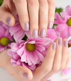 smalto lilla sposa in 2020 Nail Polish Hacks, Glitter Nail Polish, Gel Nails, Nail Salon Design, Nail Salon Decor, Beautiful Women Videos, Eyelash Logo, Nail Logo, Beautiful Flowers Wallpapers