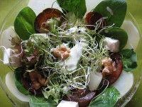 Ensalada Mixta de Brotes de Puerro con Queso, Nueces y Salsa de Yogur