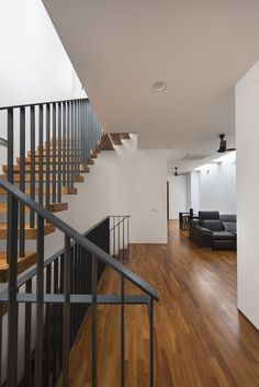 Image 5 of 14 from gallery of Airwell House / ADX Architects. Photograph by Edward Hendricks Interior Stairs, Interior Architecture, Exterior Design, Interior And Exterior, Singapore House, Double Storey House, Narrow House, Stair Steps, Small House Design